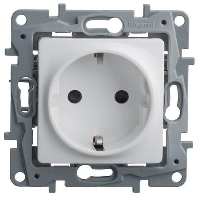 Розетка Legrand Etika электрическая 2К+З белый